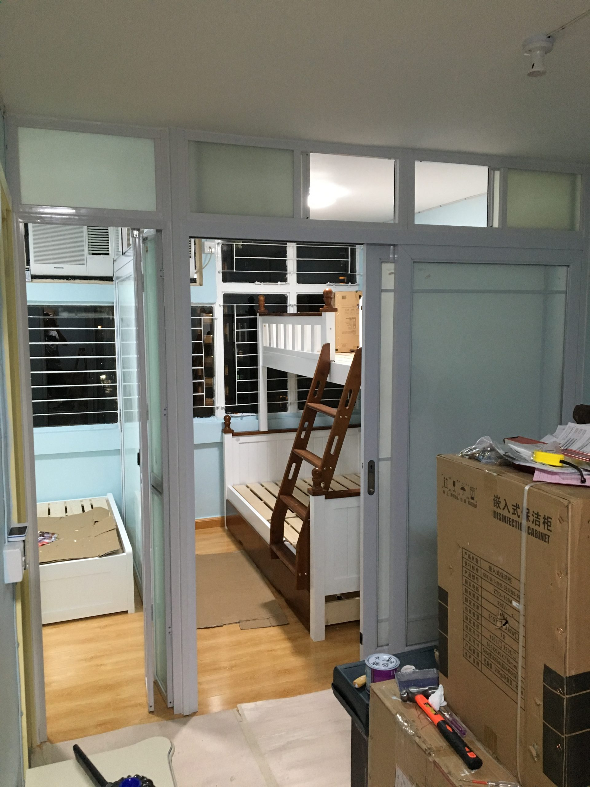 <p>Separate two different rooms</p>
