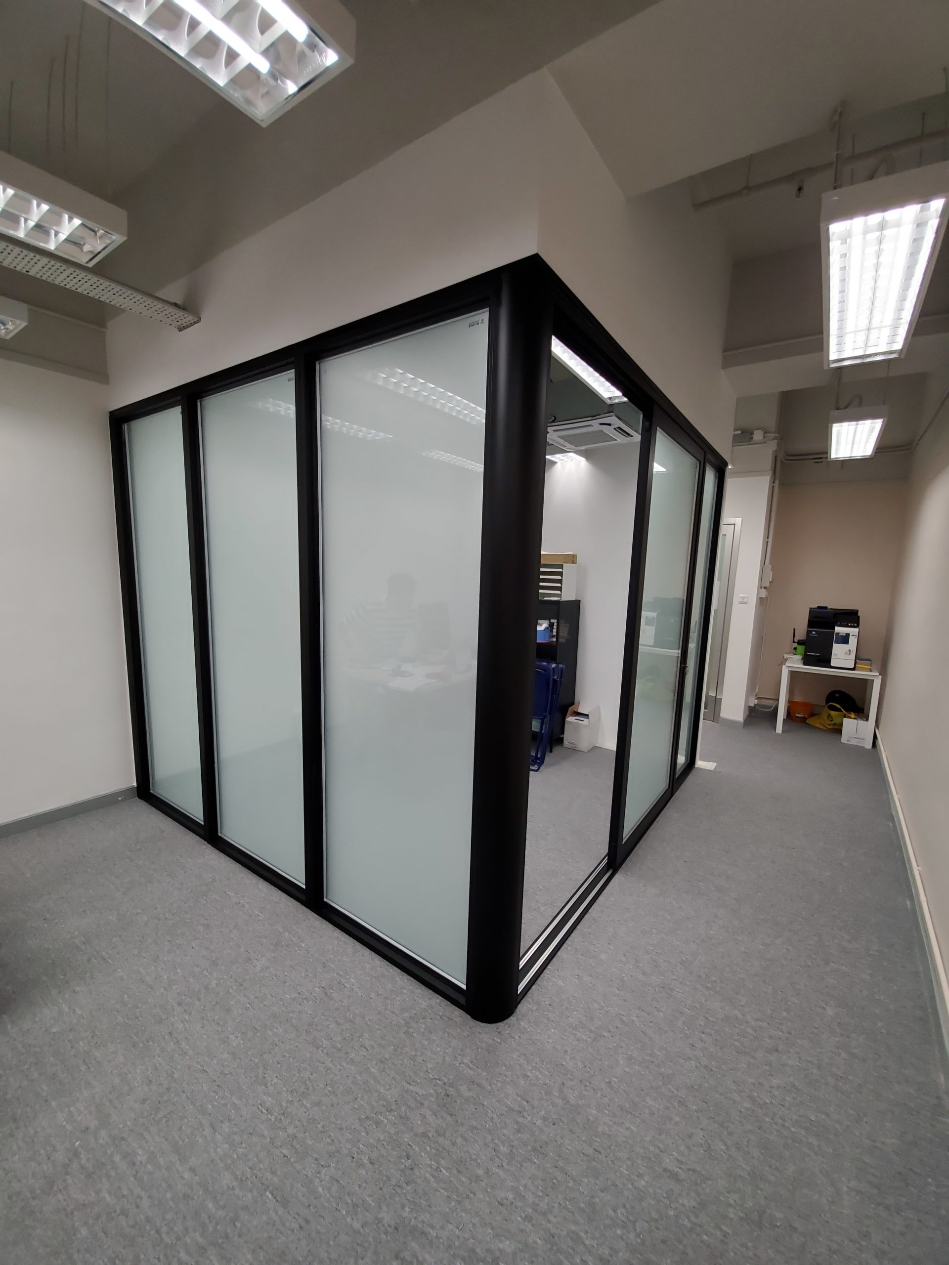 <p>Glass Wall for Meeting Room</p>